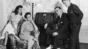 3100c_gty_1940s_family_listening_radio_dr_110506_wg