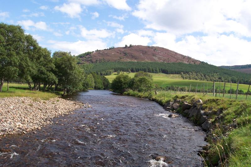 River_Dee_near_Braemar,_Aberdeenshire